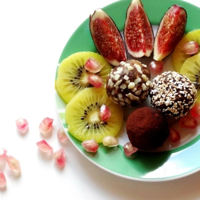 vegane energiebomben datteln erdnüsse rezept kakao
