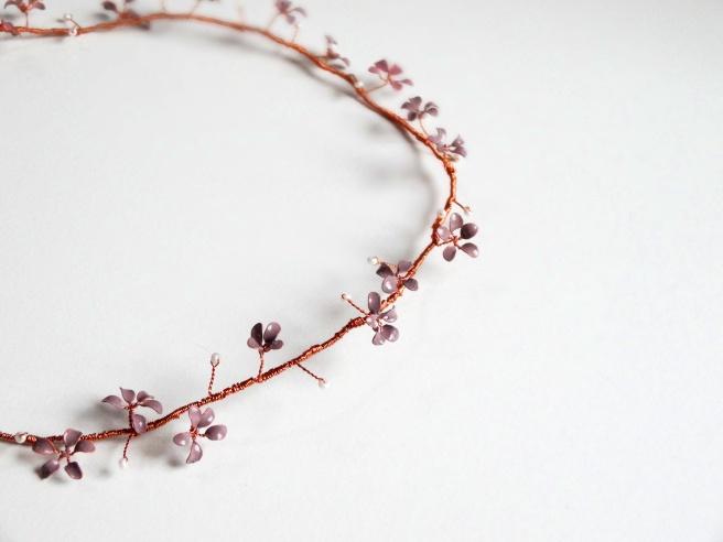 Entdeckung der Woche: DIY-Blumenkranz aus Draht und Nagellack