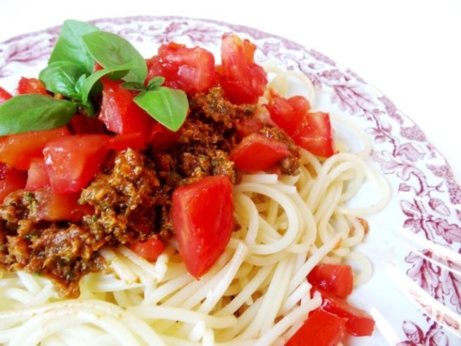 Rezept: Superschnelle vegane Pasta mit Pesto Rosso