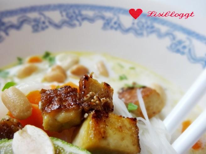 Rezept: Vegane Asia-Suppe mit Räuchertofu