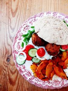 rezept vegane falafel burger kuerbis pommes lisis vegan food 2