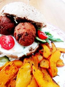 rezept vegane falafel burger kuerbis pommes lisis vegan food 3