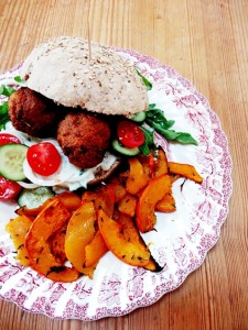 rezept vegane falafel burger kuerbis pommes lisis vegan food 5