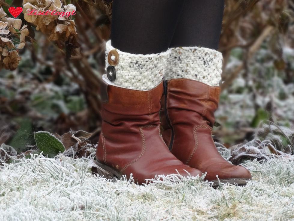 Anleitung: Stiefel-Stulpen mit Knöpfen stricken | Lisibloggt