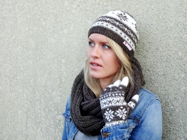 Anleitung: Braun-weiße Norwegermütze mit Sternmuster stricken