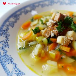 Rezept: Gemüsesuppe mit Räuchertofu (vegan, glutenfrei)