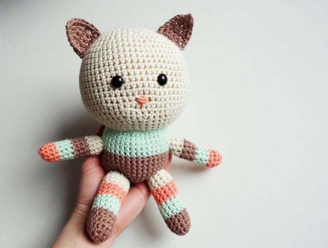 Anleitung: Amigurumi-Kitty aus veganem myboshi-Garn