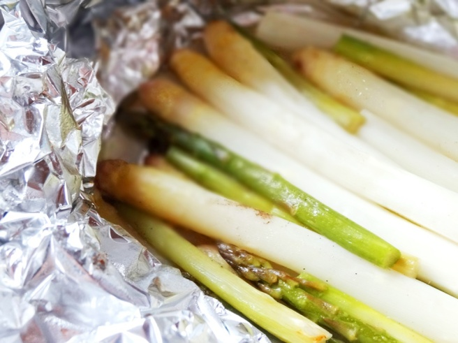 Rezept: Ofenspargel mit veganer Hollandaise und Kartoffeln (glutenfrei)