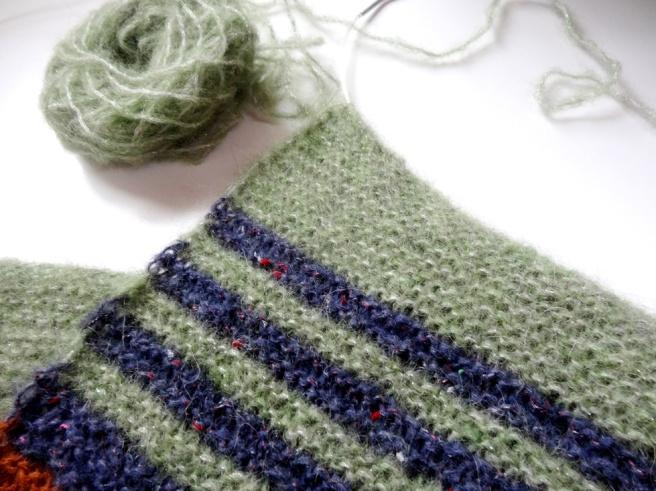 Anleitung: Flauschiger Strick-Schal, gestreift
