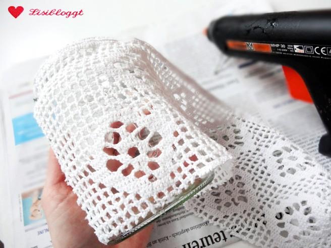 Anleitung: DIY-Windlicht mit Spitze und Knöpfen