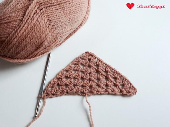 Anleitung: Einfaches Dreiecks-Tuch mit Stäbchen häkeln