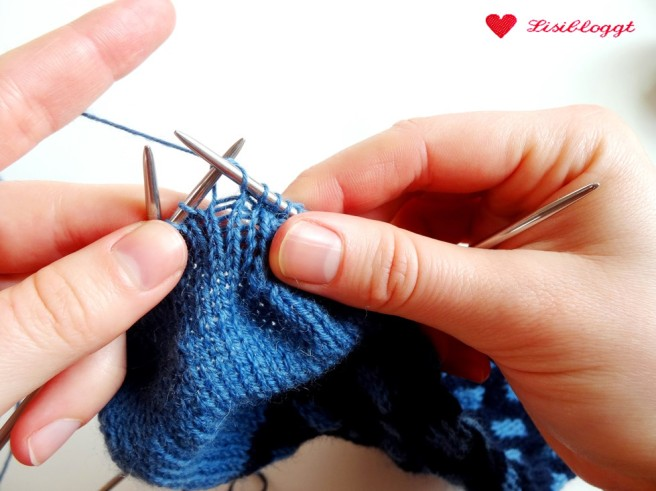 Anleitung: Punkte-Socken mit einfachem Norwegermuster stricken