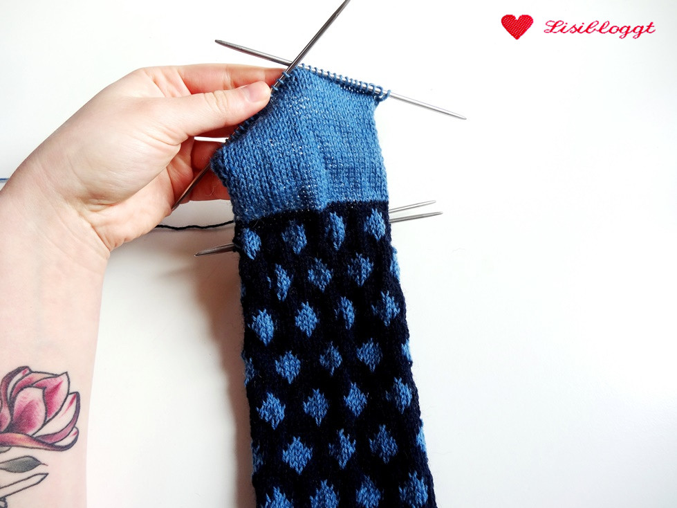 Anleitung: Punkte-Streifen-Socken mit einfachem Muster stricken ...