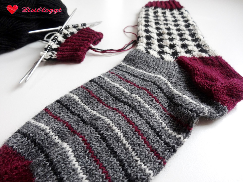 Anleitung: Socken mit Hahnentritt-Muster stricken | Lisibloggt