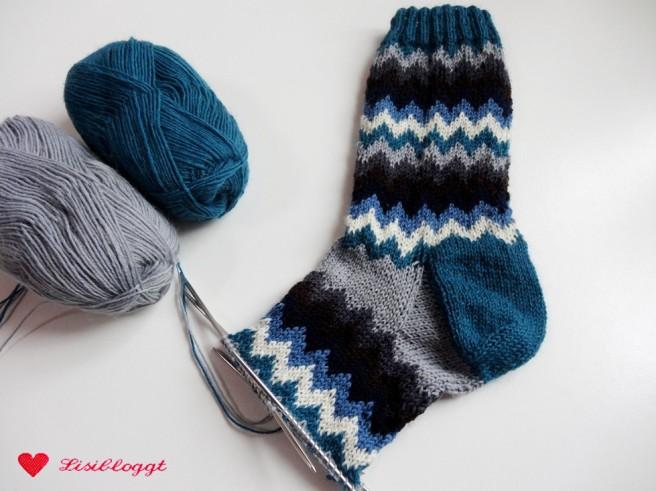 Anleitung: Socken mit Zickzack-Muster stricken