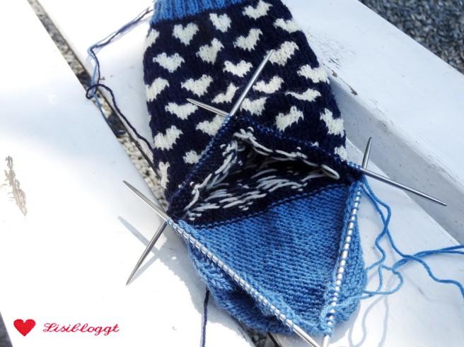 Anleitung: Norwegersocken mit einfachem Herzmuster stricken