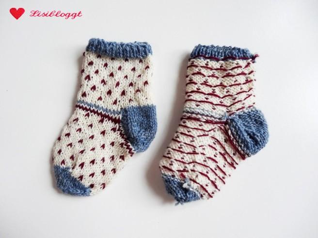 Anleitung: Babysocken mit Pünktchen stricken