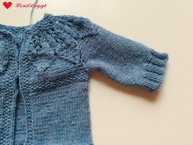 Anleitung: Baby-Jaeckchen mit Blattmuster stricken