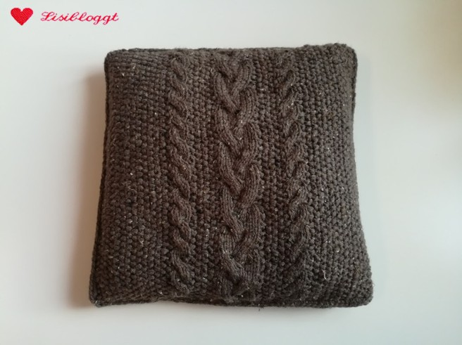 Anleitung: Kissenbezüge mit Zopfmuster stricken