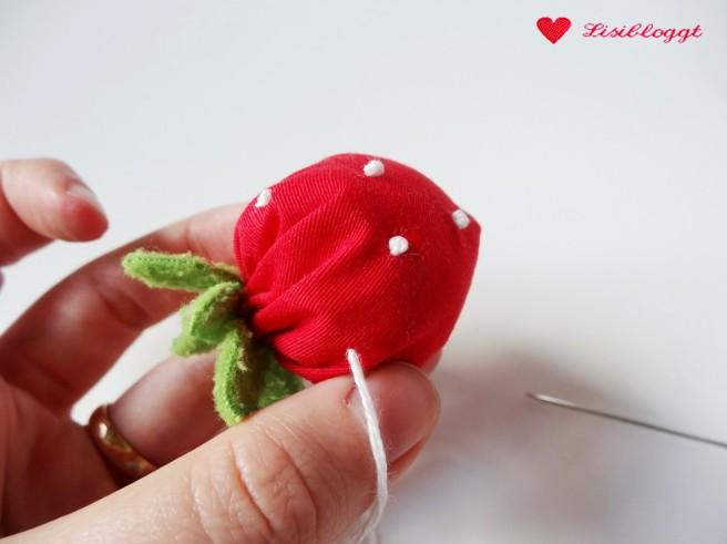 Anleitung: Erdbeeren fuer den Kaufladen naehen
